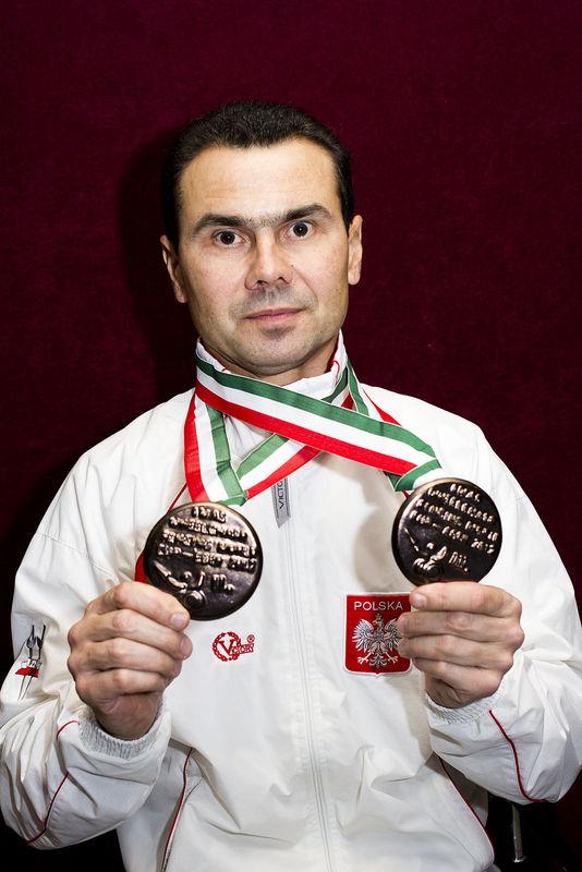 http://stsport.pl/2013/09/11/jacek-gaworski-walczy-o-zycie-pomozmy-mu/