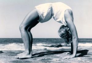 http://eveyoga.com/2012/07/23/a-sutra-a-day-ii-8-avoidance-or-self-mastery/urdhva-dhanurasana-2/